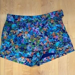 Print colored shorts